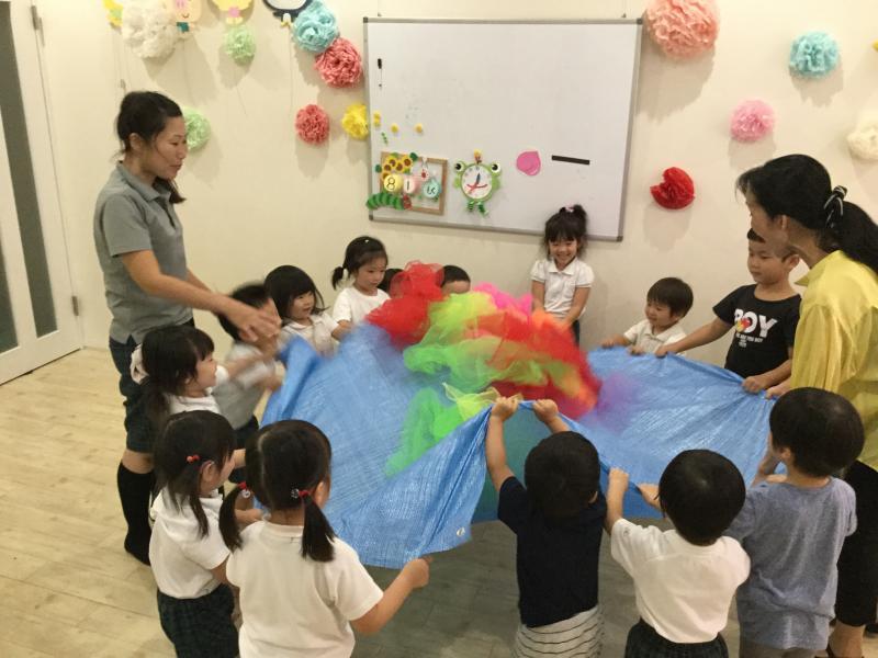 みんなでたのしくリトミック♫«大阪市西区新町、幼児教室一体型保育園»