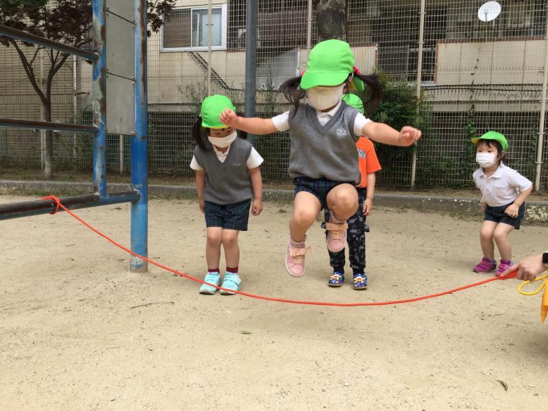 縄跳びをしました!《大阪市西区、新町にある幼児教室一体型保育園 HUGアカデミー》