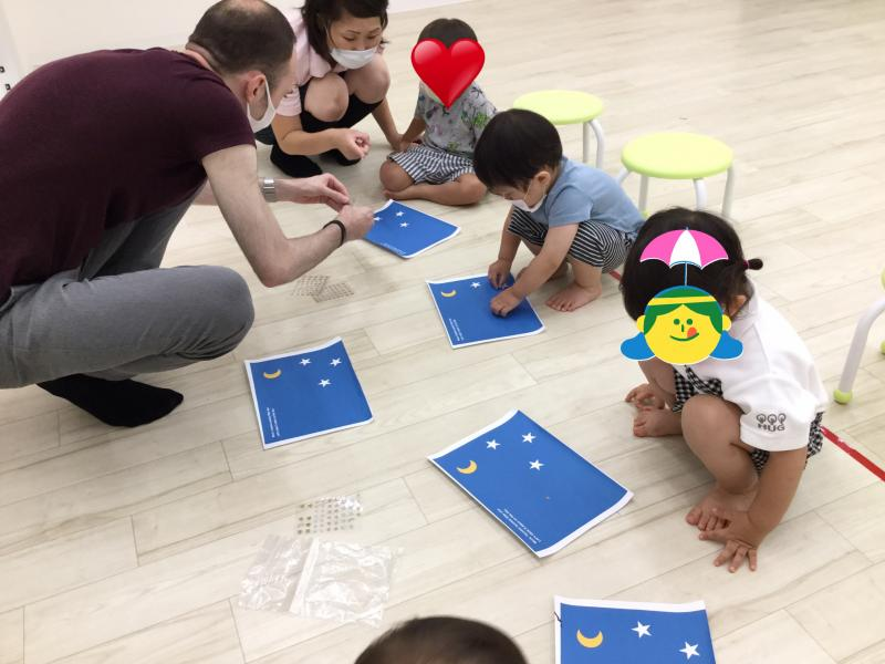 火曜日のカリキュラムは英語です《大阪市西区、新町にある幼児教室一体型保育園》