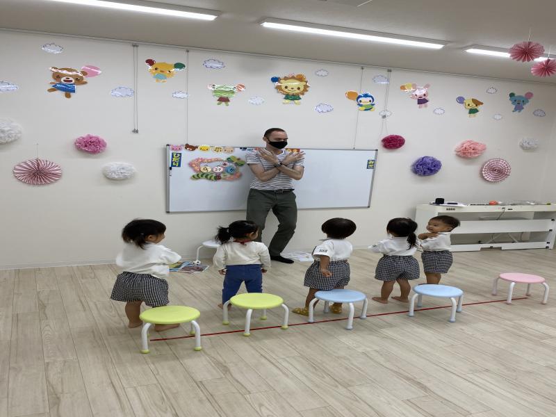 火曜日のカリキュラムは英語です!《大阪市西区、新町にある幼児教室一体型保育園HUGアカデミー》