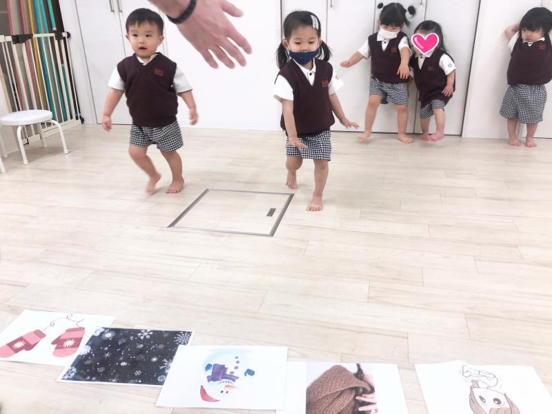 火曜日のカリキュラムは英語です。《大阪市西区、新町にある幼児教室一体型保育園》