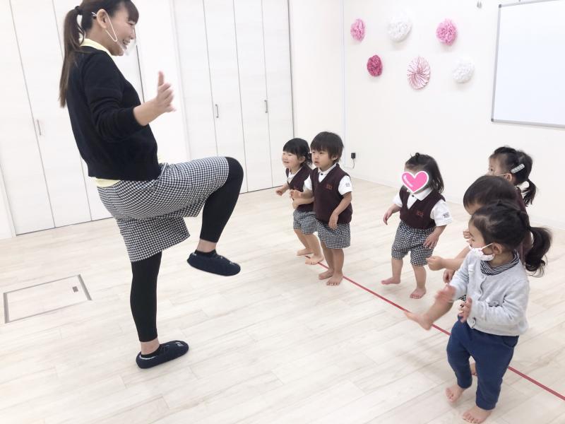木曜日のカリキュラムはリトミックです。《大阪市西区、新町にある幼児教室一体型保育園》