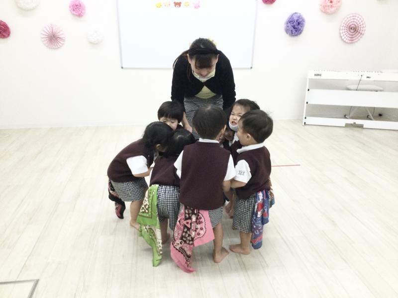 木曜日のカリキュラムはリトミックです♪《大阪市西区、新町にある幼児教室一体型保育園》
