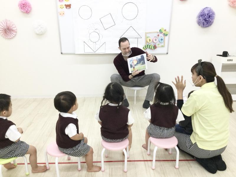 火曜日のカリキュラムは英語です♪《大阪市西区、新町にある幼児教室一体型保育園》