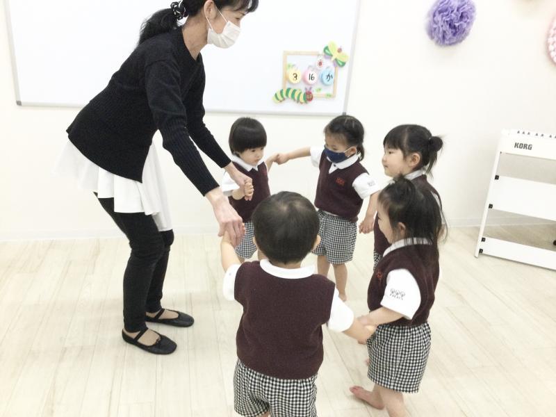 火曜日のカリキュラムはリトミックです♪《大阪市西区、新町にある幼児教室一体型保育園》