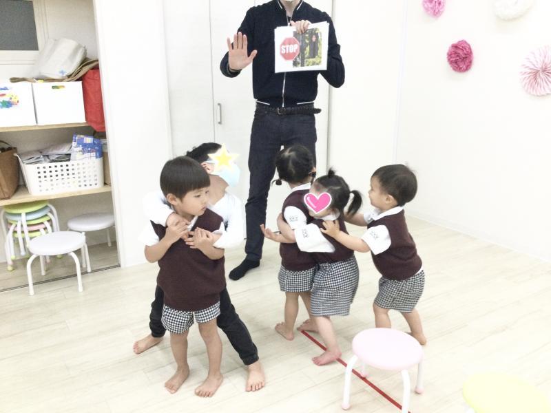 火曜日のカリキュラムは英語です!《大阪市西区、新町にある幼児教室一体型保育園》