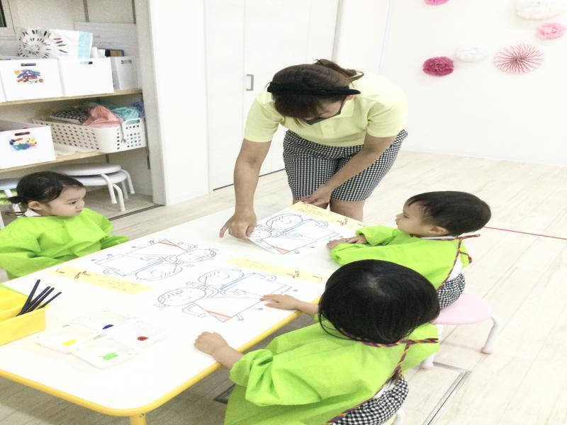 木曜日カリキュラムは絵画です!《大阪市西区、新町にある幼児教育一体型保育園HUGアカデミー》