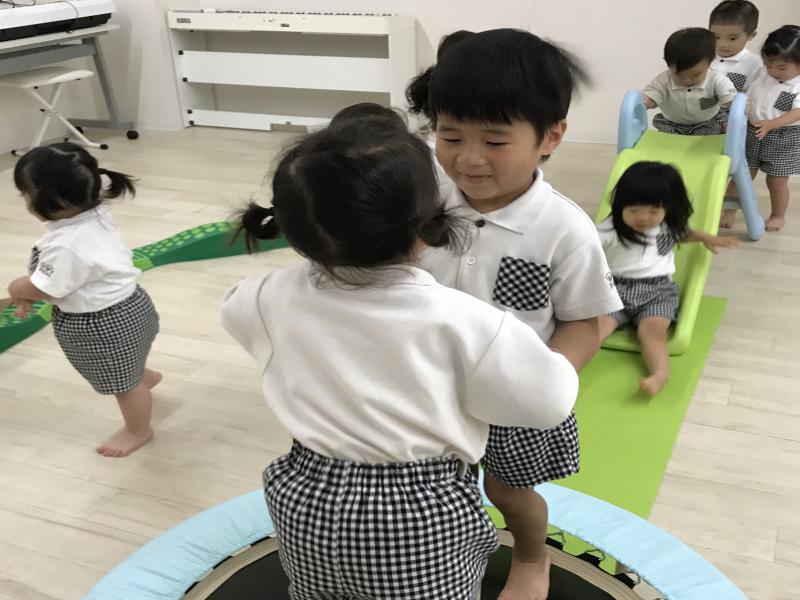 火曜日カリキュラムはリトミック 体操です!《大阪市西区、新町にある幼児教育一体型保育園HUGアカデミー》