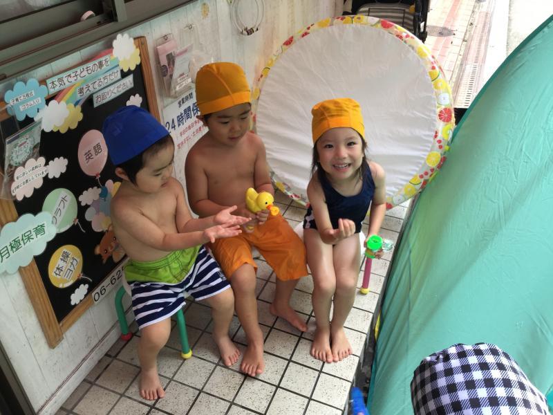 楽しい水遊び♫«大阪市西区新町、幼児教室一体型保育園»